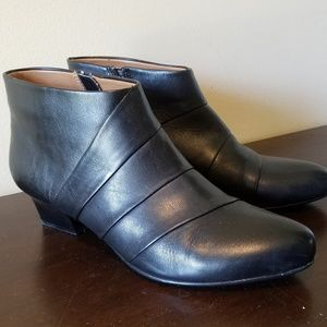 Sofft black leather booties - like new, size 10